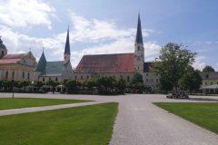 Stiftspfarrkiche und Gnadenkapelle